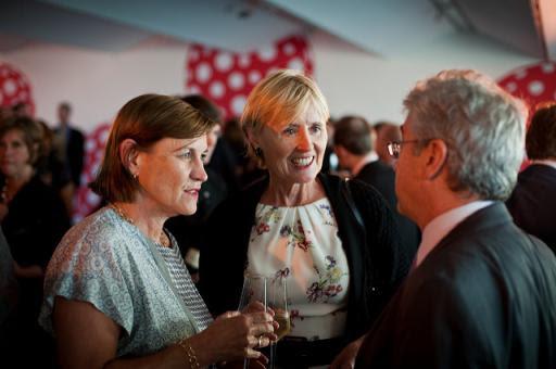 Anji Hunter y la Baronesa Kingsmill durante la fiesta por el 125 aniversario del Financial Times. 2013.