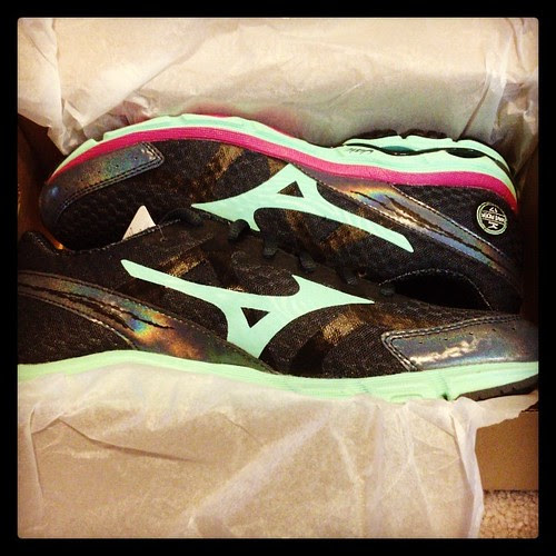 Had a fun present waiting for me when I got home from vacation! Check out my new @mizunorunning #waverider17 shoes. I will be reviewing these as part of a campaign with #fitfluential. So excited to try them out!