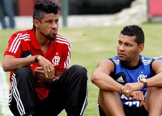 Leo Moura, André Santos e Elias treino do Flamengo (Foto: Marcos Tristão / Agência O Globo)