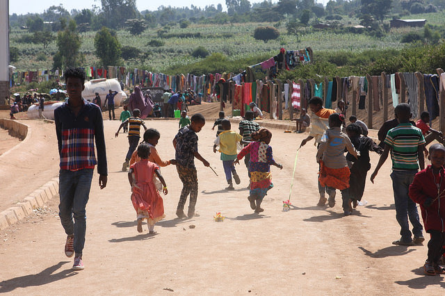 Displaced Oromo sheltering on an industrial park on the outskirts of the city of Harar in eastern Ethiopia. Credit: James Jeffrey/IPS