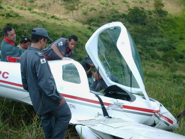 Avião com dois osupantes cai no interior de Minas Gerais. (Foto: Elvis Passos/Diário de Teófilo Otoni)