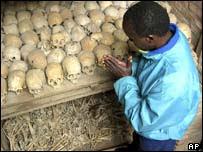 Restos humanos de víctimas del genocidio en Ruanda.