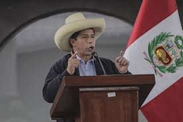 Pedro Castillo toma posse como presidente