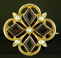 Medieval-inspired amethyst and pearl brooch. (J9369)