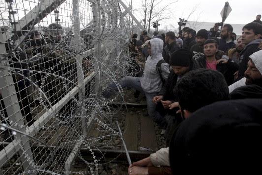 Πάνω από 9.000 πρόσφυγες στην Ειδομένη! Ο υπεξ των Σκοπίων προειδοποιεί ακόμα και για πόλεμο στα Βαλκάνια!