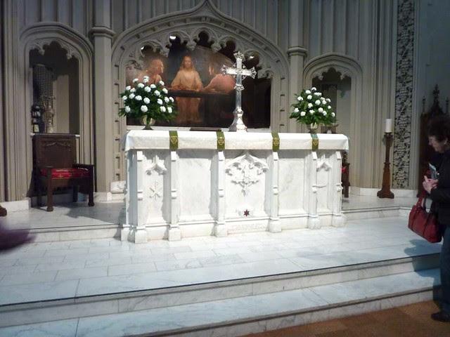 P1080286-2011-03-07-Phoenix-Flies-Peachtree-Christian-Church-Georgia-White-Marble