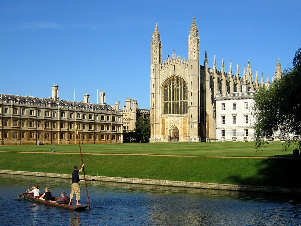 King's College Chapel, Cambridge, by Andrew Dunn (http://www.andrewdunnphoto.com/) [CC BY-SA 2.0 (http://creativecommons.org/licenses/by-sa/2.0)], via Wikimedia Commons