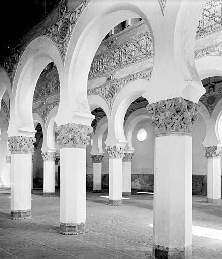 Sinagoga de Santa María la Blanca en septiembre de 1907. Fotografía de Petit. Société Française d'Archéologie et Ministère de la Culture (France), Médiathèque de l'architecture et du patrimoine (archives photographiques) diffusion RMN