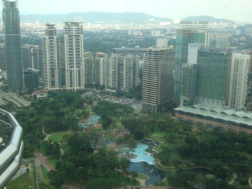 Поглед от Sky bridge Petronas Towers