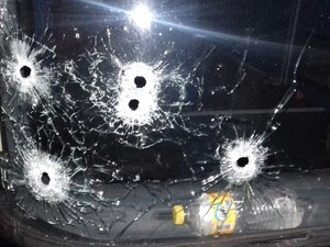 Criminosos fugiram e um policial ficou ferido na troca de tiros (Foto: Divulgação/Polícia Militar)