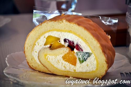 fruit roll aka swiss roll