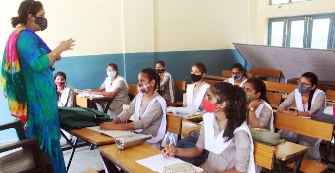 AIIMS डायरेक्टर ने की Schools खोलने की वकालत, बोले- बच्चों की Immunity मजबूत