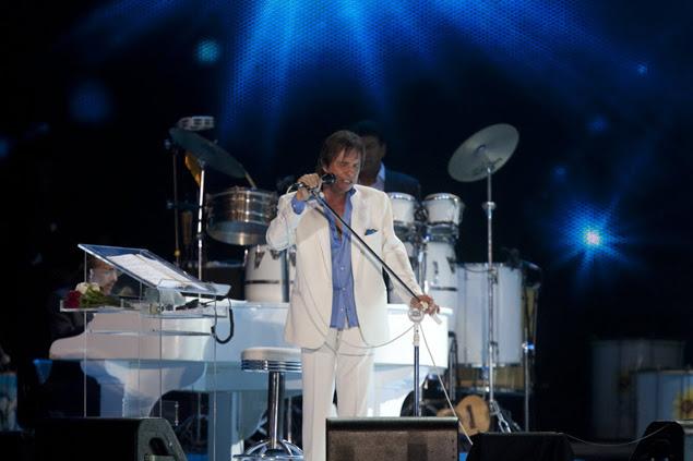 O cantor Roberto Carlos, durante show realizado na praia de Copacabana, na zona sul do Rio