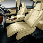 2015-Toyota-Alphard_011-Alphard-front-powered-seats
