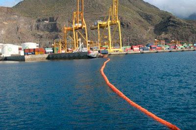 Boluda Corporación Marítima en un simulacro de lucha contra la contaminación marina