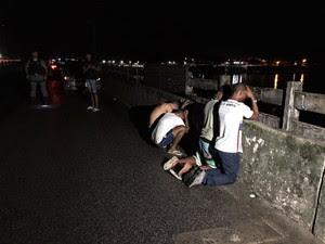 Suspeitos foram presos com touca ninja, munições e uma granda pela PM (Foto: Ronan Tardin / TV Globo)