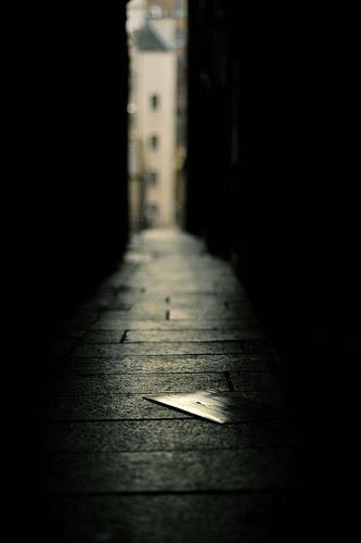 Dark alleyway por RomImage