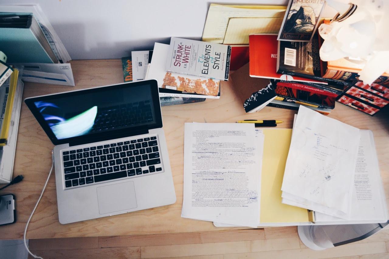 Resultado de imagen para tumblr office desk