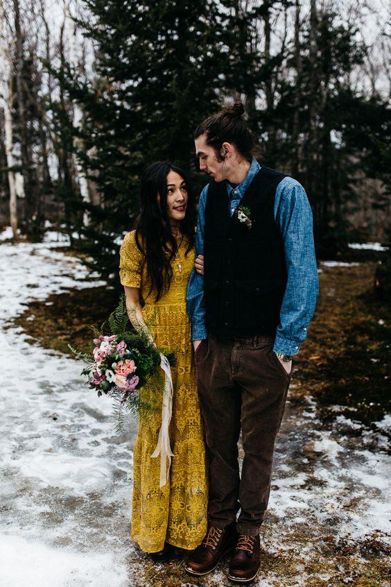 eine einzigartige boho Spitze Senf Hochzeit Kleid für eine Wald-oder Berg-Braut