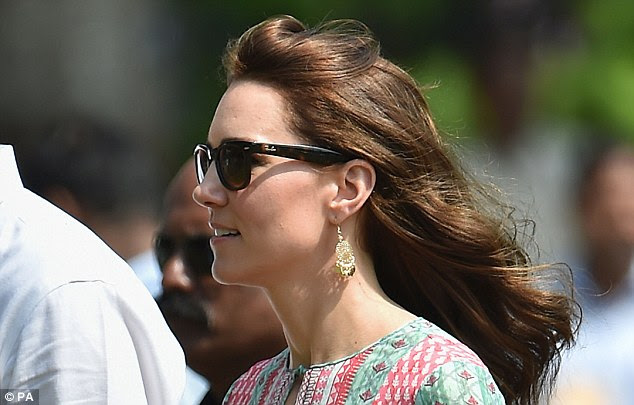 Kate opted for a pair of gold disk earrings with delicate detailing for a day in Mumbai's slums