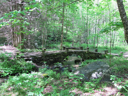 IMG_7609_Stone_Bridge_on_Little_River_Trail