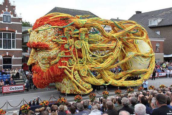 giant_flower_sculptures