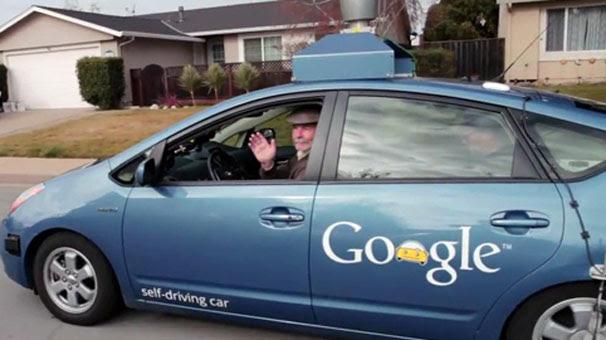 """Google, sürücüsüz otomobilinin """"ehliyetini"""" aldı"""