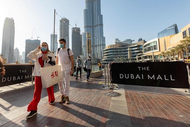 Emiratos Árabes Unidos está en conversaciones con el Reino Unido sobre la prohibición de viajar de la 'lista roja', debería estar fuera de la lista 'pronto', dice el presidente de Emirates