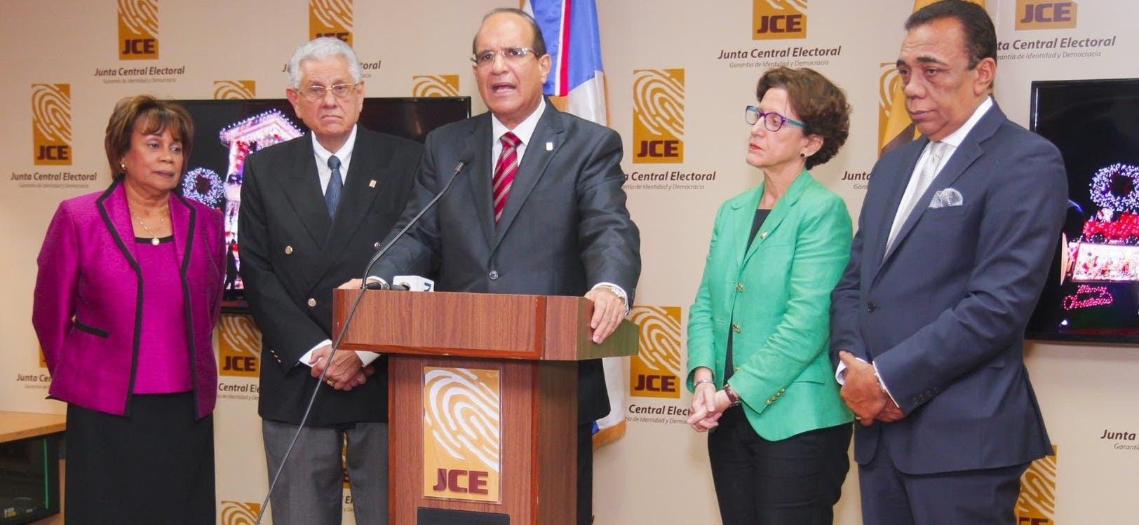 El pleno de la JCE aprobó en mayo pasado la creación de un sistema aleatorio para asignar  apellidos a los declarados en abandono.