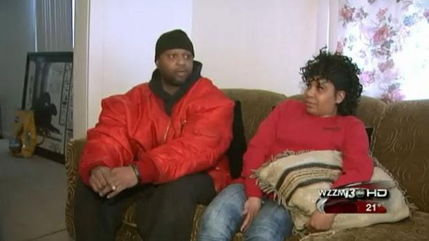 Earlie Johnson e sua mulher, Angela Morton, em entrevista ao canal WZZM 13 (Foto: Reprodução)