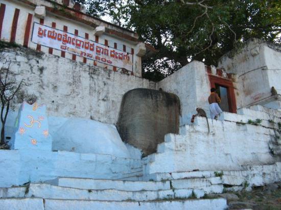 Yantrodharaka Anjaneya Temple - Hampi, Pick, Pack, Go