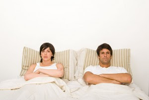 2-couple-bed-angry-xl