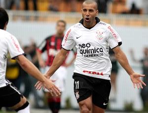 emerson corinthians gol atlético-pr (Foto: William Volcov / Agência Estado)