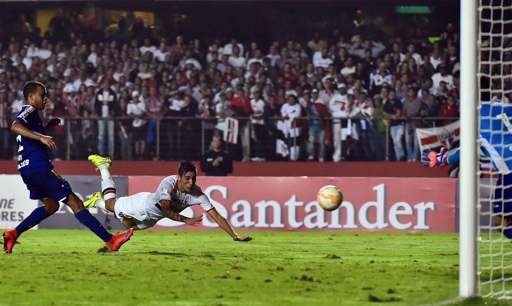 Centurión marcou o gol da vitória do São Paulo aos 37 do segundo tempo - Nelson Almeida/AFP