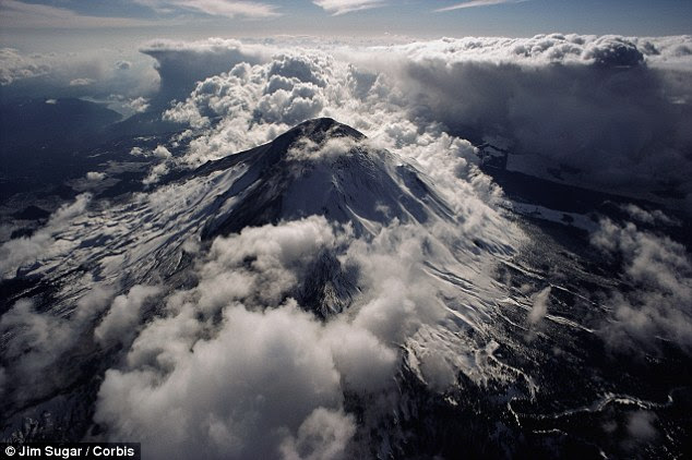 Explosivo: A força das erupções anteriores são estimados em cerca de 2.000 vezes mais potente do que o de Monte St. Helens, acima