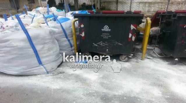 Τρίπολη: Παρά την... `έκτακτη ανάκγη` τα σκουπίδια παραμένουν στους δρόμους!