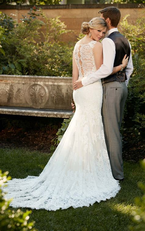 Romantic Lace Wedding Gown I Essense of Australia