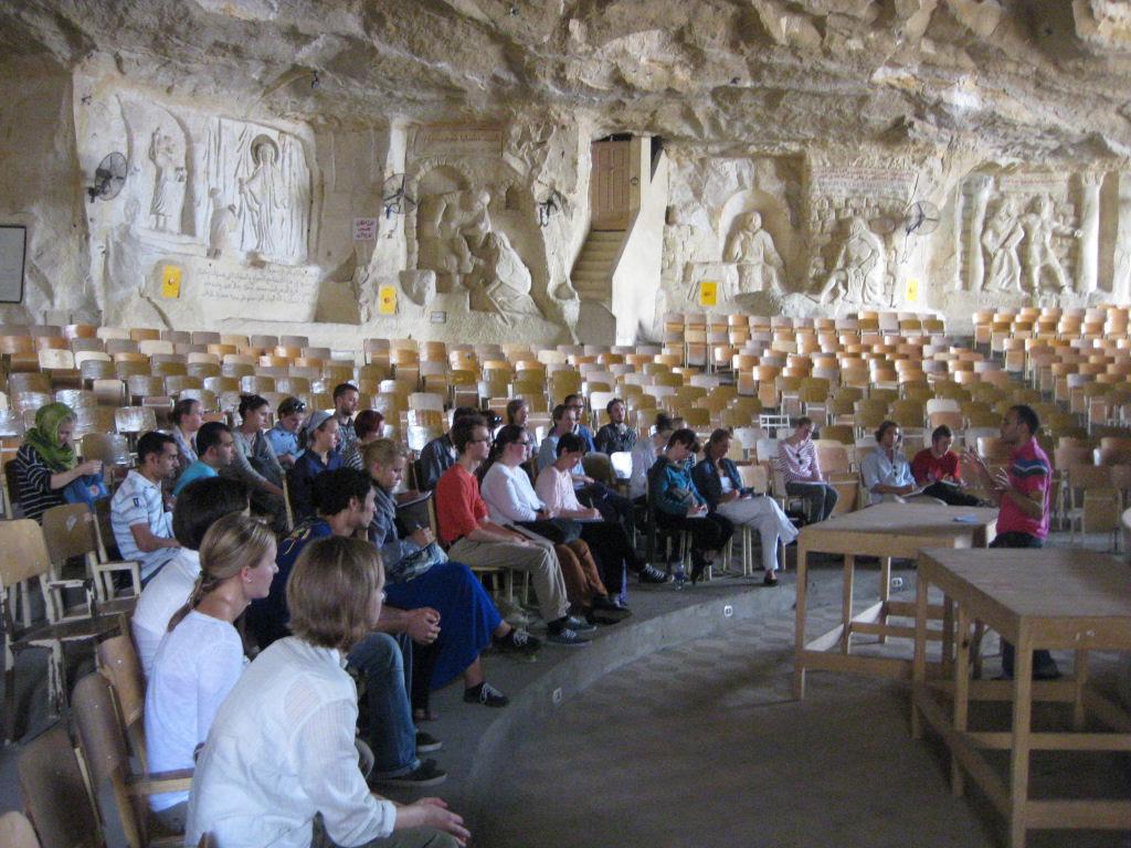 A incrível Igreja da Caverna dos Zabbaleens no Cairo 11