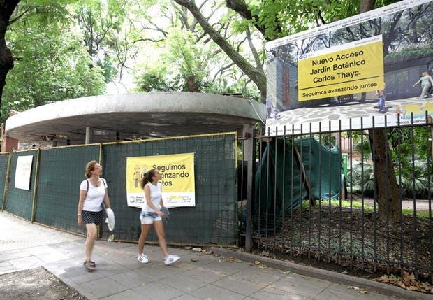 Los trabajos cuestionados reemplazan al antiguo portón de rejas