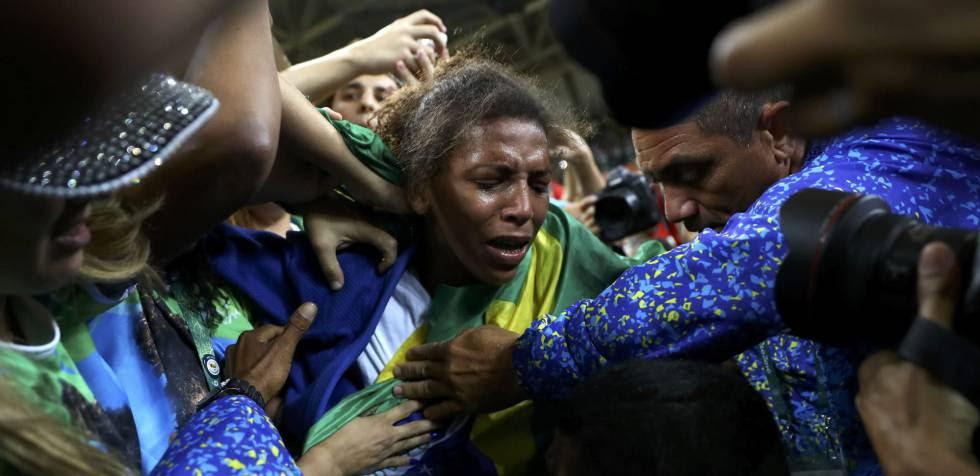 Rafaela Silva chora.