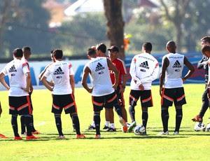 Ney Franco conversa com jogadores do Flamengo (Foto: Gilvan de Souza / Flamengo)