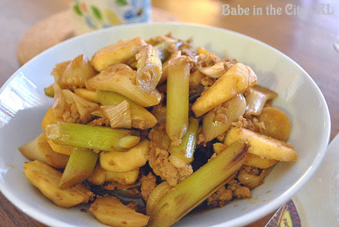 Stir-fried Leeks, Arrow Heads and Minced Meat