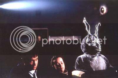 -¿Por qué llevas ese estúpido disfraz de conejo? -¿Y tú, por qué llevas ese estúpido disfraz de humano?