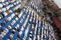 Bandra Station - Eid Ul Fitr Namaz 2012 by firoze shakir photographerno1