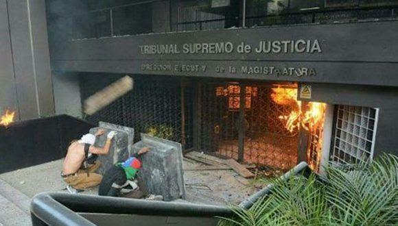 Resultado de imagen de la oposición venezolana ataca centro médico