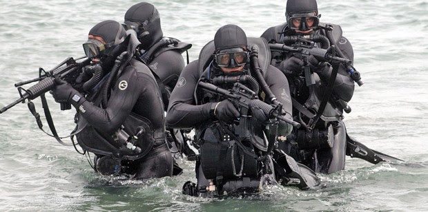 http://navyseals.com/wp-content/uploads/2013/02/navy-seal-photos-sea-assault__16_-620x308.jpg