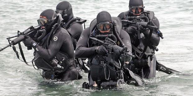 http://navyseals.com/wp-content/uploads/2013/02/navy-seal-photos-sea-assault__16_-620x308.jpg
