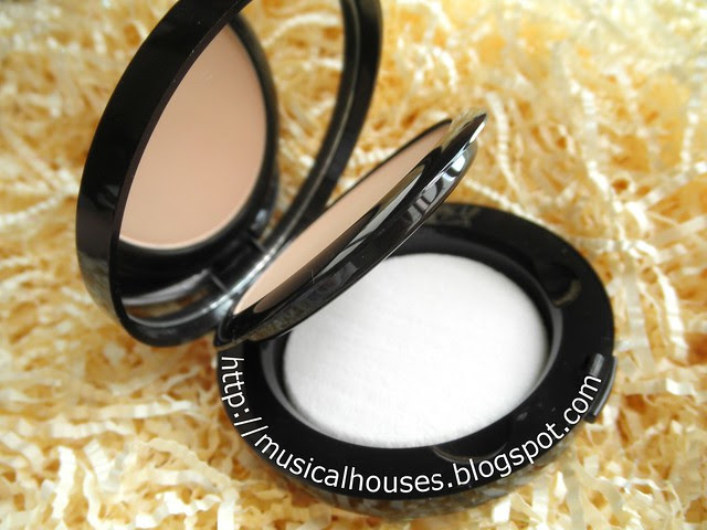 Laura Mercier Smooth Finish Powder Foundation