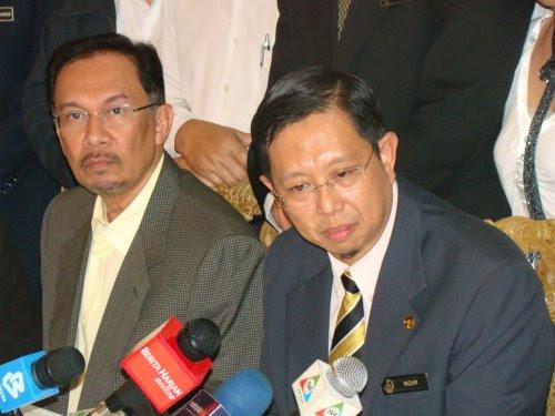 Sehingga saat ini saya masih MB mengikut perlembagaan. Belum berlaku kekosongan. Saya MB yang sah manakala Dato' Dr. Zambry adalah MB tidak sah atau MB haram.