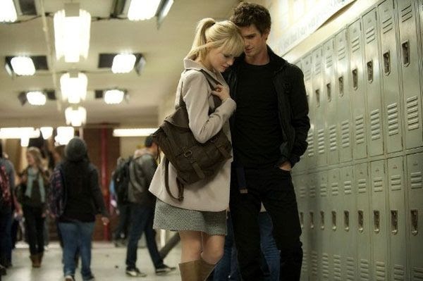 Peter Parker and Gwen Stacy (Emma Stone) share a moment in THE AMAZING SPIDER-MAN.